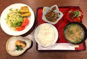 地元食材と野菜たっぷりのお母さん和定食